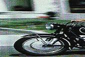 استیو جابز سوار بر موتور مورد علاقه اش بی ام و آر ۶۰ + عکس