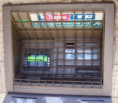 125405 122 عابر بانکی عجیب در تل آویو/عکس