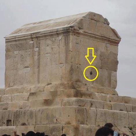 276432 760 پرتاب نارنجک به مقبره کوروش زمان تحویل سال/عکس
