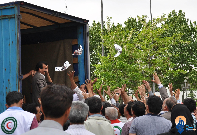 1 307635 129 پرتاب ساندویچ در جشن ورزشگاه آزادی/عکس