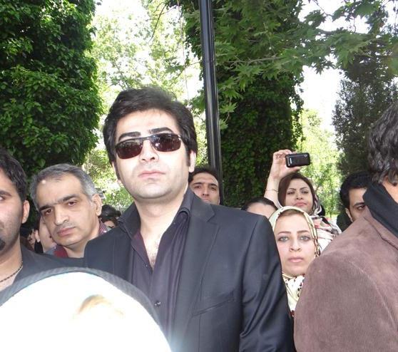 20130407 235728 فرزاد حسنی در مراسم تشییع عسل بدیعی/عکس