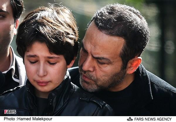 278089 641 گریه بی امان فرزند عسل بدیعی و فریبرز عربنیا /عکس