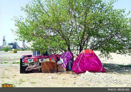 278356 397 چادرنشینی خانواده بیپول در بهشت زهرا/عکس