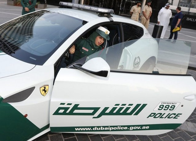282499 545 زنان پلیس در دبی با ماشین فراری/ عکس