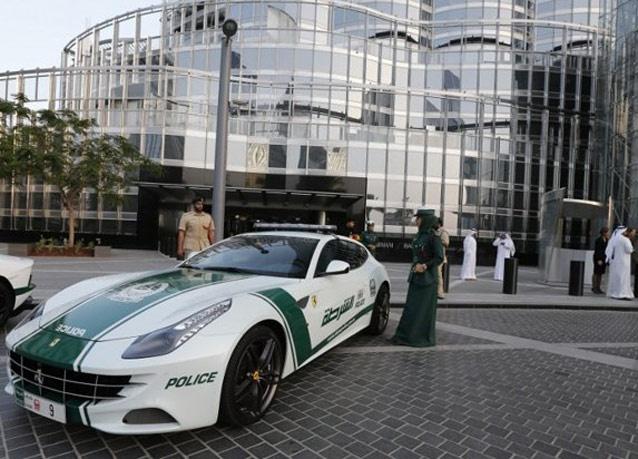 282501 876 زنان پلیس در دبی با ماشین فراری/ عکس