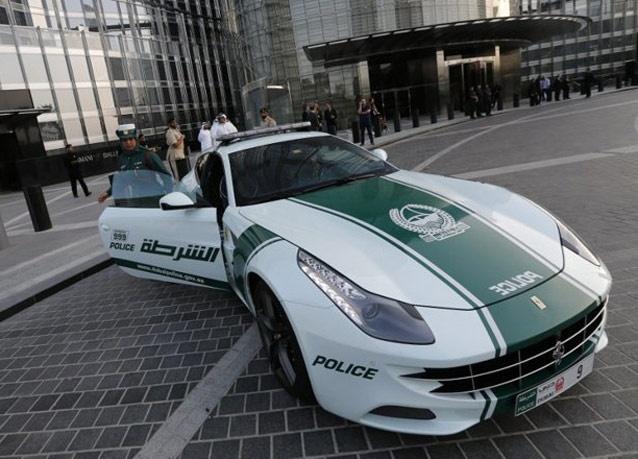 282502 383 زنان پلیس در دبی با ماشین فراری/ عکس