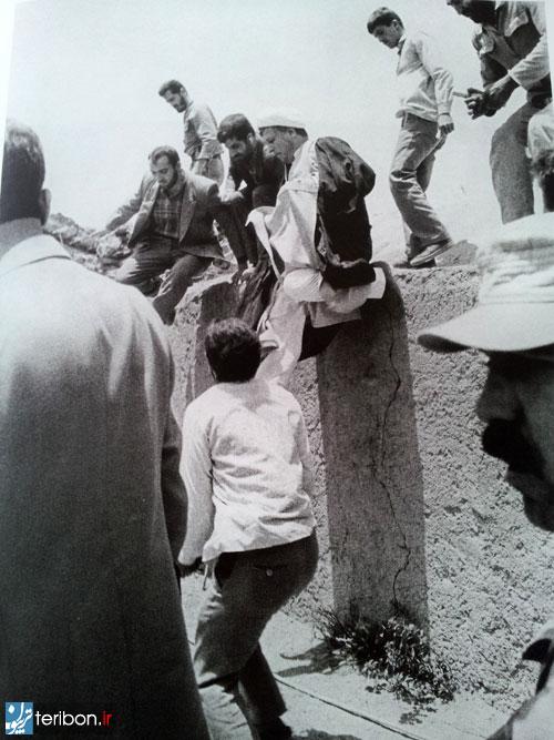 5168e03394118 پرش هاشمی رفسنجانی از دیوار/عکس