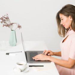 آموزش گام به گام تمیز کردن لپ تاپ (صفحه نمایش و صفحه کلید)