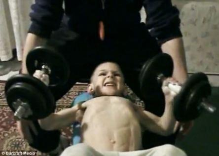 n00214195 r b 001 قویترین پسر بچه جهان/عکس