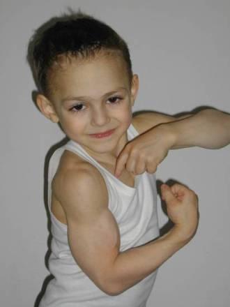 n00214195 r b 005 قویترین پسر بچه جهان/عکس