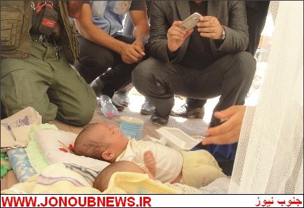 q1sb4e7mcy9602ifraa دوقلوهای ۲ ماهه در بوشهر از زیر آوار نجات پیدا کردند/عکس