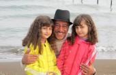 بابا پنجعلی در کنار ۲ دختر جوان/عکس