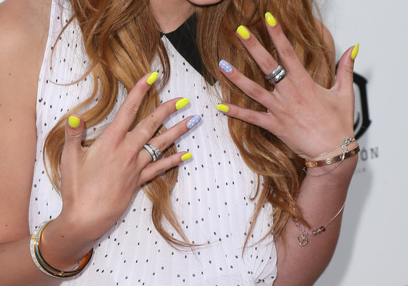 Bella+Thorne+Nails+Bright+Nail+Polish+6nOFbsKym5al