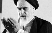 امام خمینی(ره) بر سر مزار برادرش/عکس