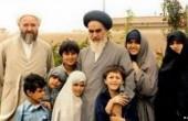 امام خمینی(ره) در کنار خانوادهاش / عکس