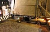 واژگونی تریلر روی خودرو عروس / عکس