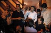 جشن تولد ۵۷ سالگی احمدینژاد در مقابل منزلش / عکس