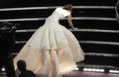 افتادن جنیفر از پله ها قبل از دریافت جایزه اسکار/عکس