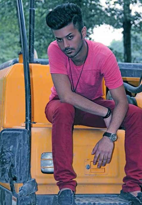 0.193897001388518649 parsnaz ir انتخاب زیباترین پسر شیرازی با 836 هزار لایک / عکس