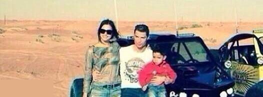 635239128525042051114390 763 رونالدو به همراه همسر و فرزندش در سواحل خلیج فارس / عکس