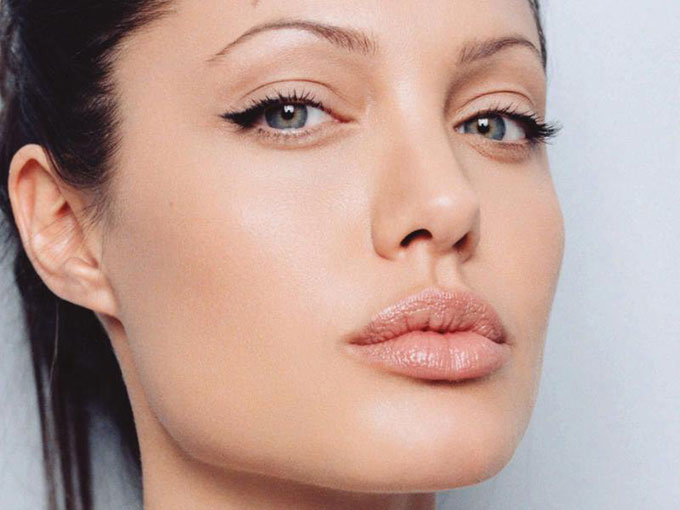 angelina jolies چگونه لب هایی مانند آنجلینا جولی داشته باشیم ؟
