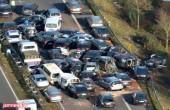 تصادف زنجیرهای ۳۰ خودرو در محور اراک – قم