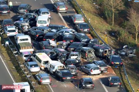 bbb1 تصادف زنجیرهای 30 خودرو در محور اراک   قم