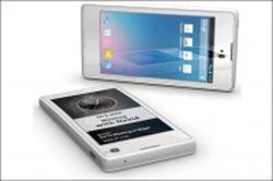 hhc1049 ساخت اولین تلفن هوشمند با دو صفحه نمایش / عکس
