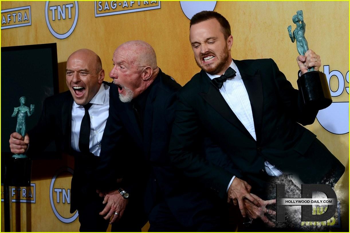 448aaronpaulbryancranst بازیگران Breaking Bad در مراسم SAG Awards 2014
