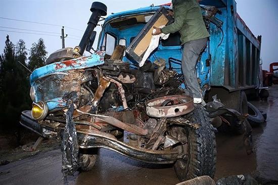bn10 له شدن وحشتناک خودروها در تصادف جاده قم / عکس