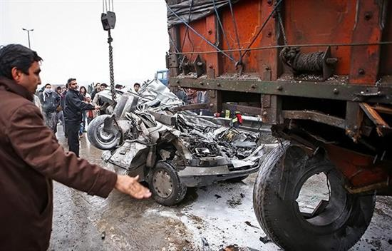 bn5 له شدن وحشتناک خودروها در تصادف جاده قم / عکس