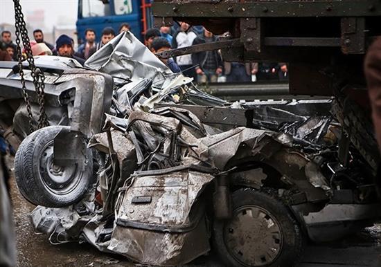 bn7 له شدن وحشتناک خودروها در تصادف جاده قم / عکس