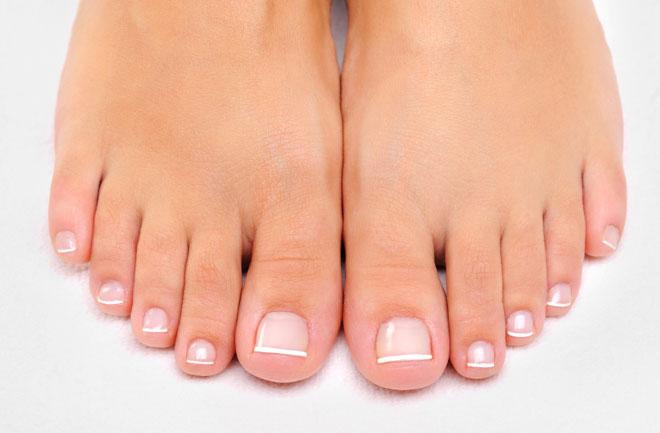 woman feet در زمستان مراقب پاهای خود باشید