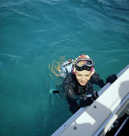 فرح پهلوی در حال شنا کردن / عکس, جدید 1400 -گهر