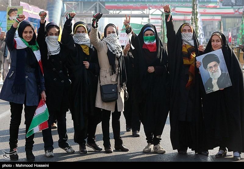 139211221501533682106734 عکس دختران ایرانی در راهپیمایی 22 بهمن 93 میدان آزادی