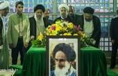 حضور دکتر روحانی در مرقد امام (ره) / عکس
