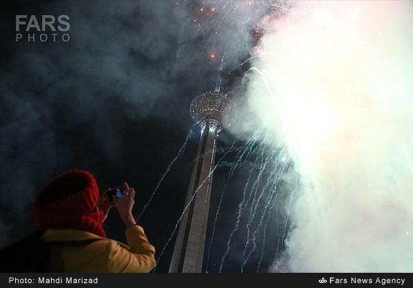 عکس فوق العاده از برج میلاد در شب ۲۲ بهمن, جدید 1400 -گهر