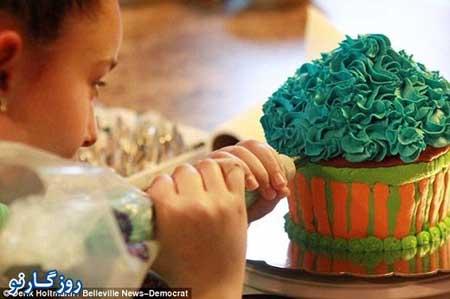 fn92 11 214 مشهور و پولدار شدن دختر 11 ساله با کیک تولد / عکس
