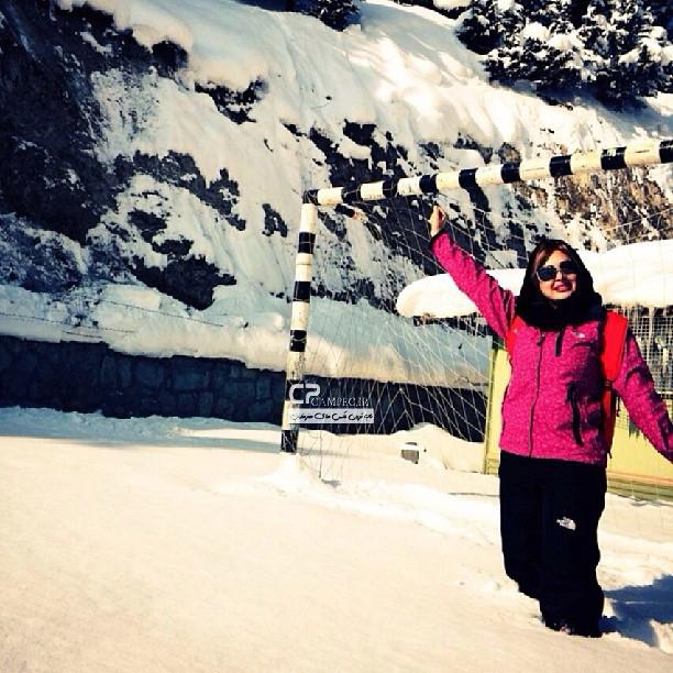 عکس بلوز شلواری نیوشا ضیغمی در برف, جدید 99 -گهر