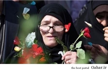 1 635306471479410304134398 180 مادر شهیدی که وارد قبر فرزندش شد / عکس