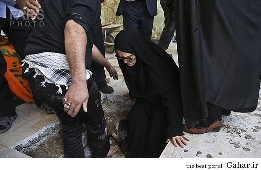635306471480190305134400 551 مادر شهیدی که وارد قبر فرزندش شد / عکس