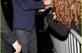 تیلور لاتنر در حال خروج از جشن خصوصی