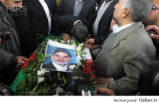 wcg1 احمدی نژاد در تشییع پدر شهید کاوه / عکس