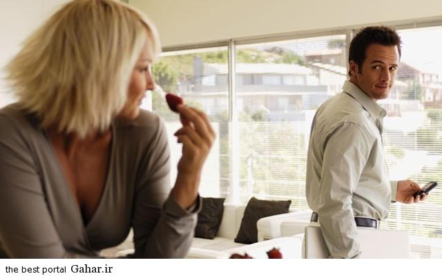 women suspicious 1328188525 640x640 توصیه هایی برای حسادت های عاشقانه