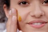 اگر پوست شفاف می خواهید به صورتتان عسل بمالید