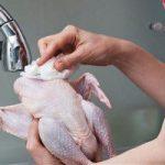 مضرات شستن مرغ قبل از پختن