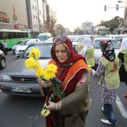 گل فروشی بازیگران در حمایت از کودکان کار + عکس