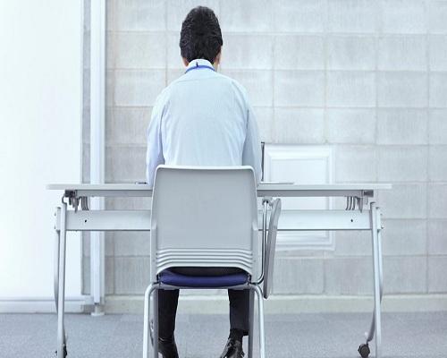 485175 836 نشستن بیش از حد باعث کاهش توان حرکتی می شود