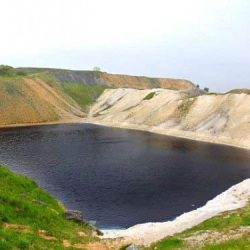 با دریاچه مربع آبی سمی ترین دریاچه جهان بیشتر آشنا شوید