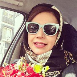 عکس شبنم قلی خانی و عشق بازی با گلها